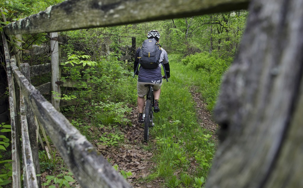 Aaron Codling rides his mountain bike with the Mountainsmith Wraith 25 backpack