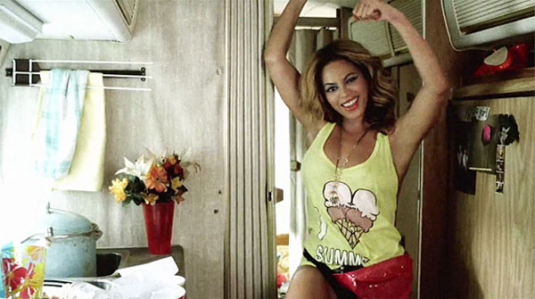 Beyonce wearing a fanny pack